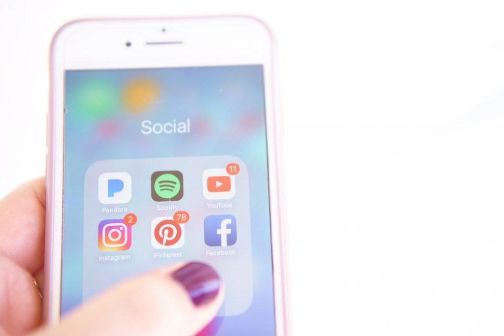 social media on smartphone t20 V7m3Gw Consulenza